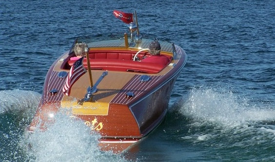 The Wooden Runabout Co.'s Logo